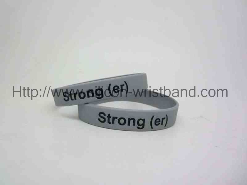 We provide you with a silicone bracelet with a number of sizes.
