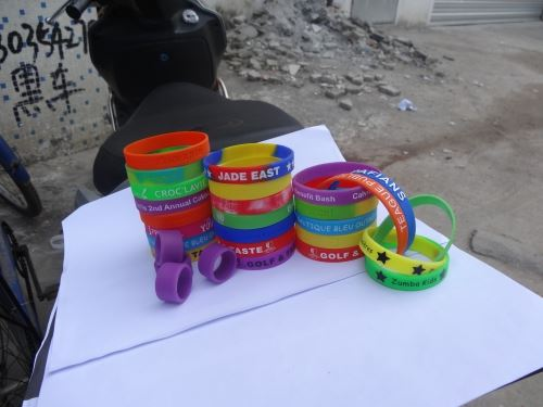 plastic-party-wristbands_413.jpg