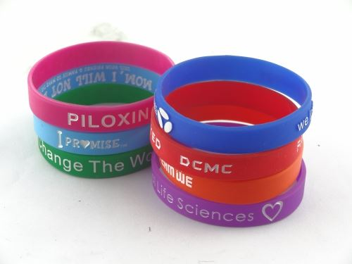 Buy a number of silicone bracelet is the wholesale price