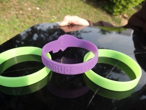 Silicone bracelet dimensions include women, children, adults, and so on.