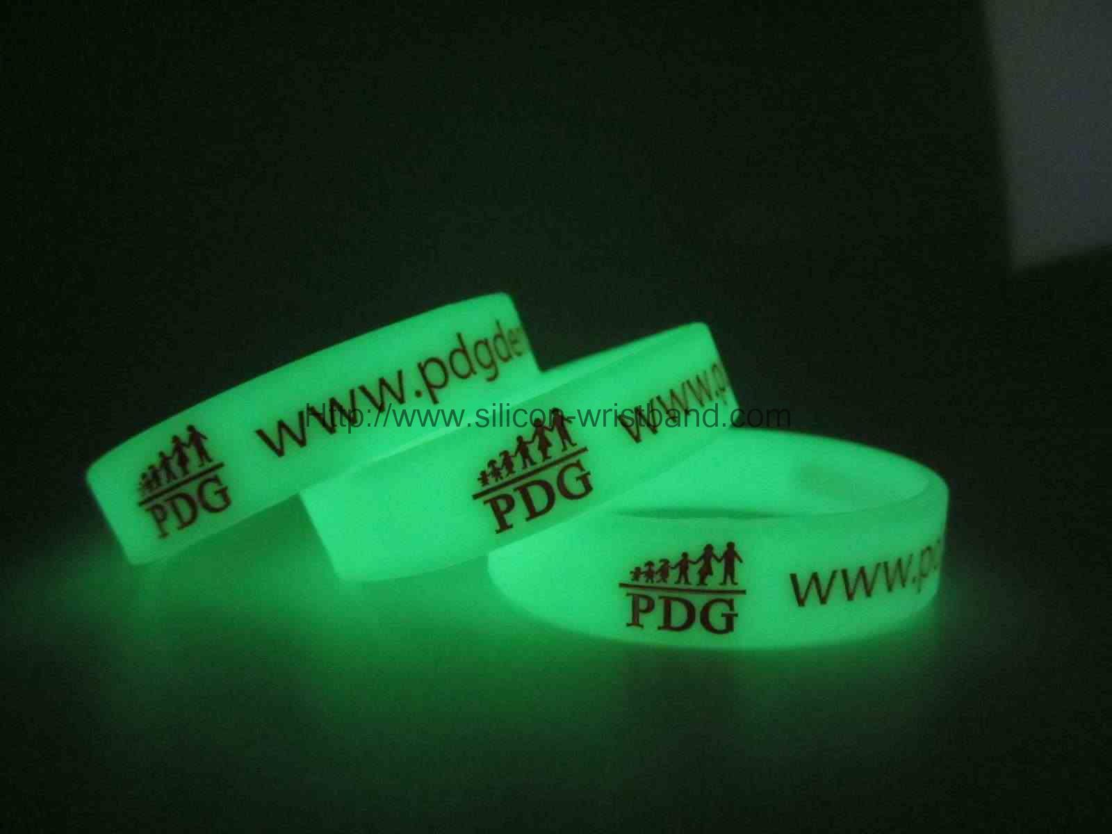 custom rubber wrist bands